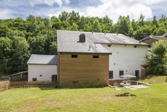 Holiday cottage in Chassepierre for 8/9 persons in the Ardennes