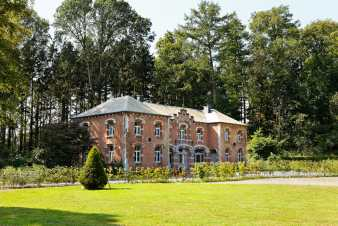 Beautiful holiday home for 15 persons in Durbuy in the Ardennes