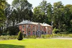 Dependence of castle converted into holiday cottage for 6 persons