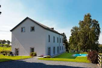 Pretty holiday home for 12 people with outdoor swimming pool in Gouvy