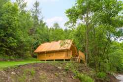 Couples holiday in a cabin to rent in the woods of Houffalize