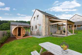 Cosy and modern 4-star holiday cottage with sauna to rent in La Roche