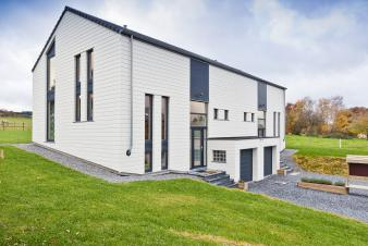 Modern holiday house for 8 persons with wellness area in Lierneux