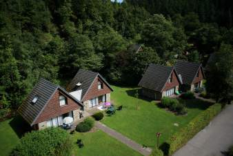 Comfortable cottage for 8 - 10 people in a holiday village in Malmedy.