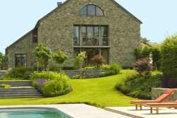 Comfort farmhouse holiday cottage with swimming pool in Malmedy