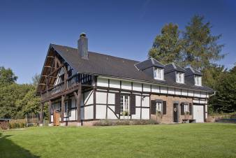 Luxurious villa for 12 people in Malmedy with sauna and jacuzzi