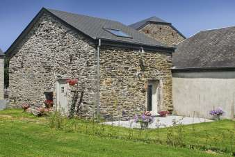 Authentic holiday stonehouse for 3/4 pers. to rent in Paliseul