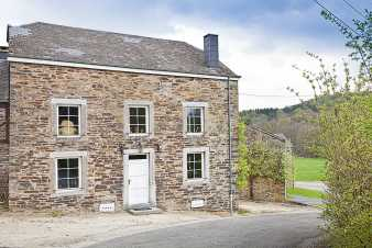 Authentic farmhouse holiday cottage for 12 pers. to rent in Redu