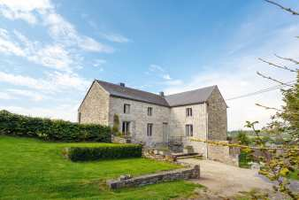 3.5-star family holiday cottage for 9 persons to rent in Somme-Leuze