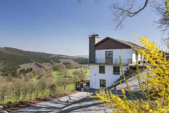 Holiday cottage on the hills of Stavelot with jacuzzi and infrared sauna