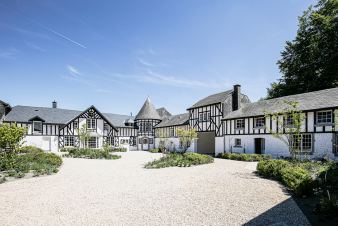 Enjoy a 5-star stay in the countryside at this sumptuous carefully renovated castle near Theux