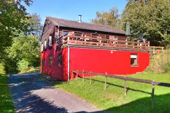 Comfortable 3-star chalet for 10 people at the edge of the forest in Vielsalm