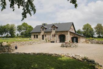 4-star holiday cottage with sauna for 15 persons to rent near Waimes