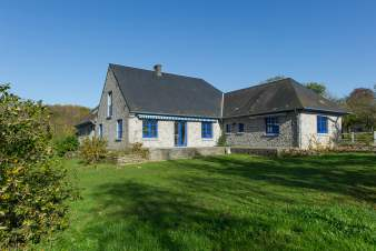 Large holiday cottage for 14 per. to rent to explore the region of Yvoir